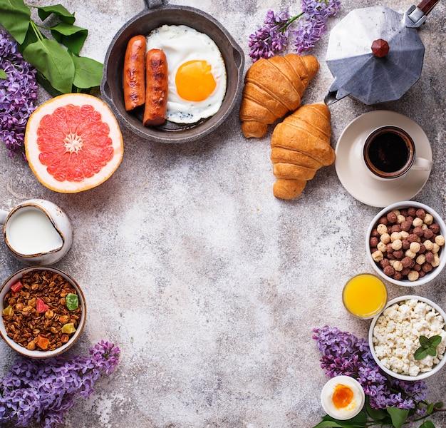 健康的な各種朝食のセット