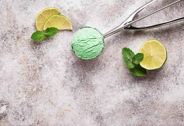 Мороженое с мятой и лаймом