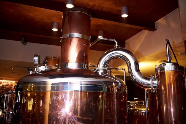 ビールの準備のための機器。ビールを作るためのインストール。