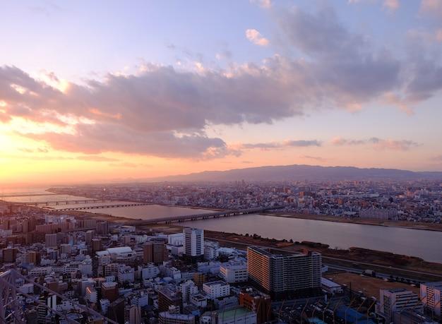 夕暮れ時の大阪空撮