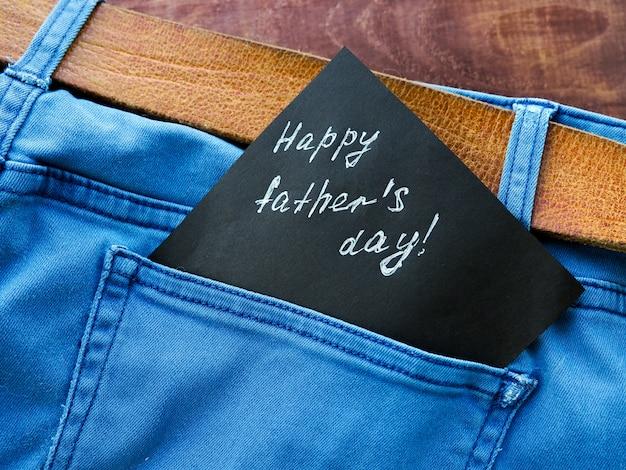 Открытка на день отца. джинсовый карманный мужской подарок для лучшего папочки.