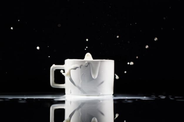 ミルク、白い背景、黒、背景