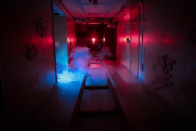 部屋の恐怖の探求レール危険の煙の地下ダークホラー