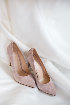 Красивые каблуки на кровати