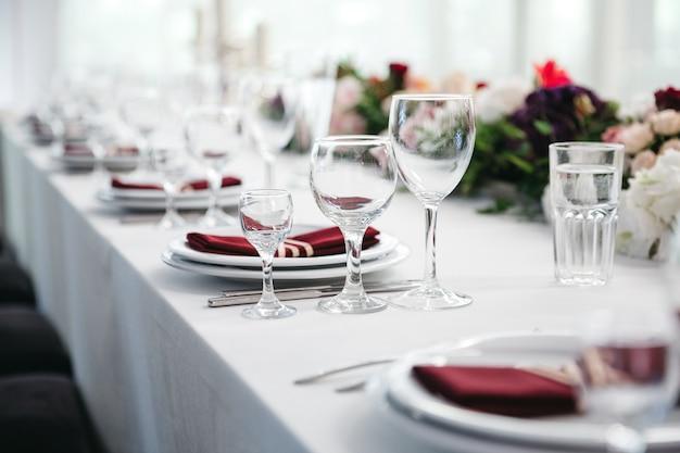 お祝いのための美しいテーブルデコレーション