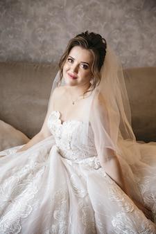 彼女の結婚式の日に信じられないほどの花嫁