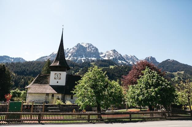 美しい晴れたスイス