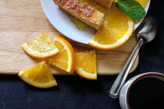 Апельсиновый пирог с черным кофе