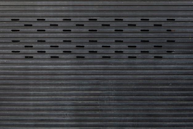 閉じた金属板のドア