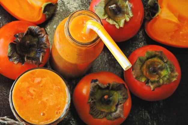 Детокс хурма смузи. кето пьет. витаминный питательный напиток.