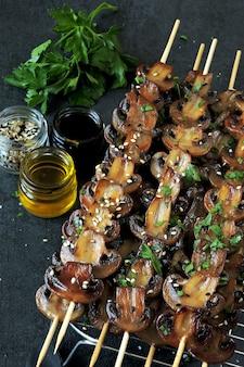 Сочные шампиньоны с грибами. веганская еда. кето диета.