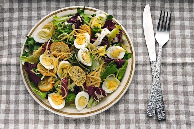 Кето диета. полезный салат с перепелиными яйцами и сыром.