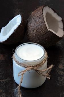 ココナッツヨーグルトプロバイオティクス、発酵食品。ビーガンヨーグルト。
