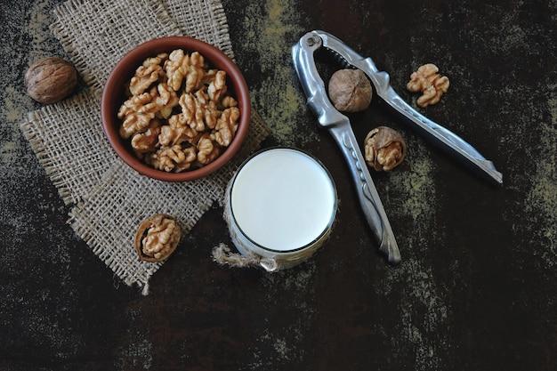 Ореховое молоко. грецкие орехи и молоко. кето пьет. кето диета. веганское молоко. эко еда. желательные