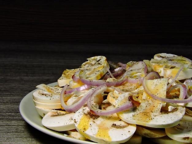 キノコの生玉ねぎのサラダ。