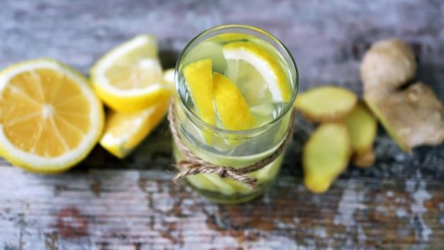 Имбирная вода с лимоном.