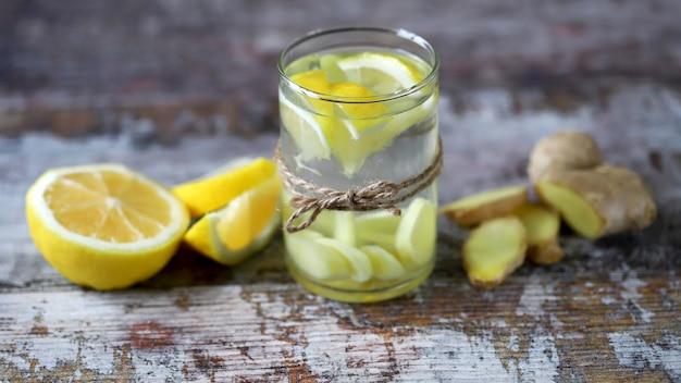 Чай с лимоном и имбирем для повышения иммунитета.