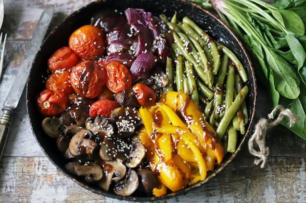 新鮮な野菜のフライパン