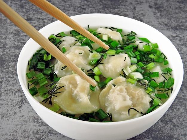 中華風スープ餃子。食品スティック