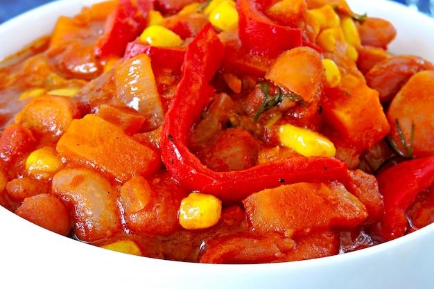 野菜とメキシコ風の食欲をそそる豆。