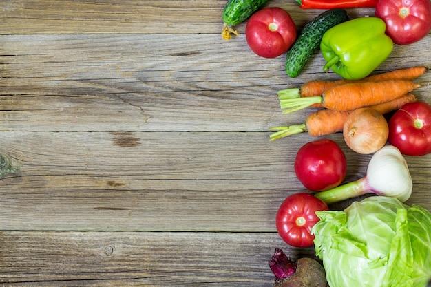 Концепция здорового питания со свежими овощами