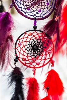 Ловец снов из перьев, кожи, бисера и веревок