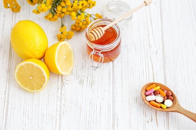 錠剤蜂蜜とレモン。治療の手段