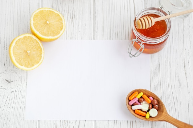 蜂蜜とレモン錠剤レシピシート概念の病気、風邪