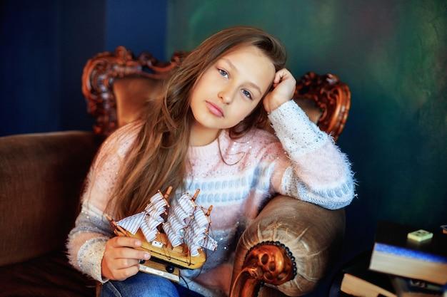 船を持つ少女。子供の頃とライフスタイル。