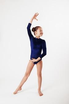子供の体操。スポーツと教育の概念