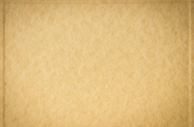 茶色の紙の背景にクリエイティブを作成する