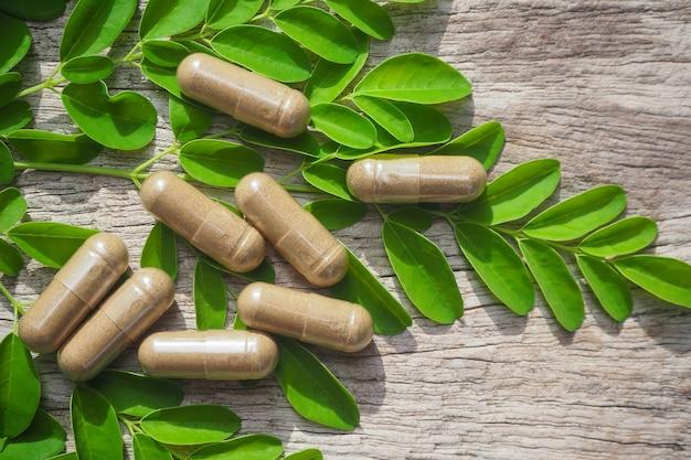 Порошок фитотерапии с капсулами для здорового питания из многих трав