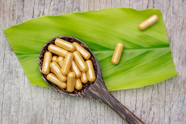 Порошок фитотерапии с капсулами для здорового питания из многих трав, альтернативная добавка для хорошей жизни