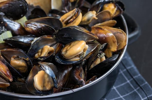 ムール貝の白ワインソース煮