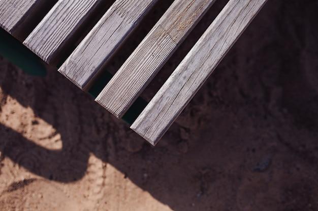 Уголок старого деревянного стола