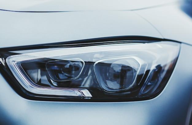 Светодиодные фары современного автомобиля