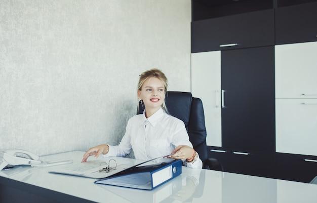 オフィスで実業家