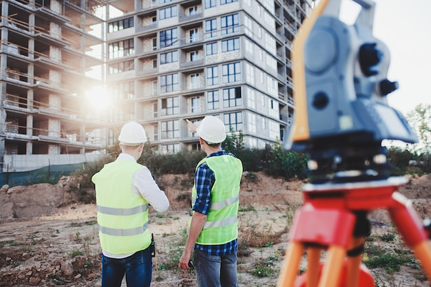 Два строителя инженер