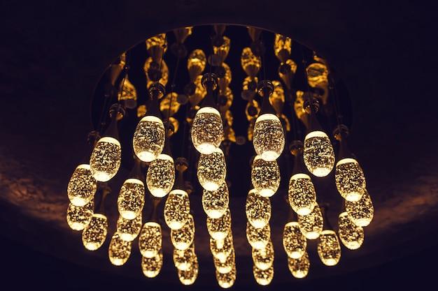 Много ярких стильных фонарей