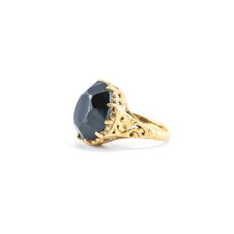 Изолированное кольцо камешка крупного плана старое