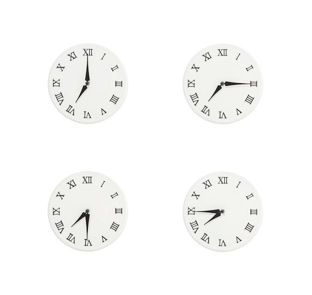 白い背景で隔離のクローズアップ白い時計