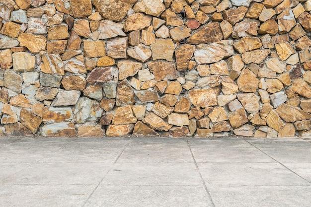 クローズアップ表面レンガで古い石レンガの壁とセメントの床
