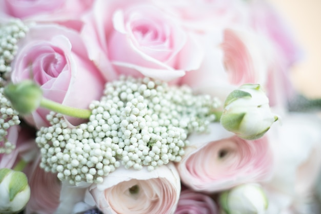 花嫁のスタイリッシュな結婚式の属性。古典的な花嫁のブーケ