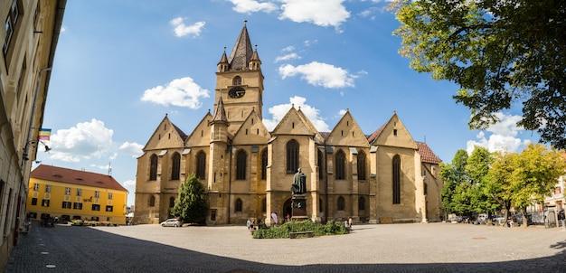 ルーマニアシビウの聖マリアのルーテル大聖堂の主な中庭