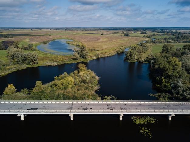 Автодорожный мост через реку десну в черниговской области, украина