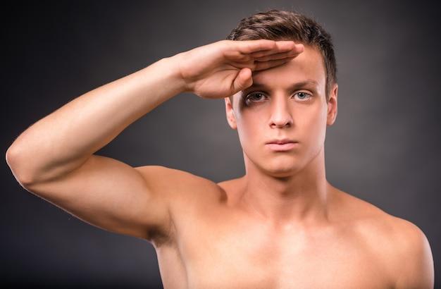 若い男の裸の胴体