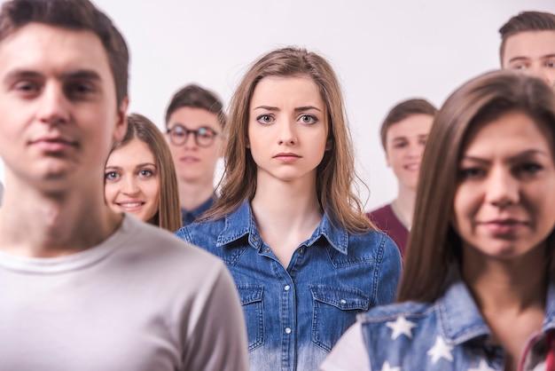 若い十代のグループ。孤立した