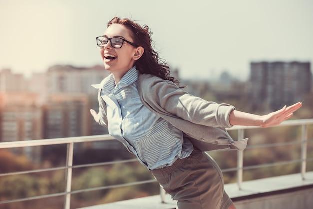 Бизнес-леди на открытом воздухе