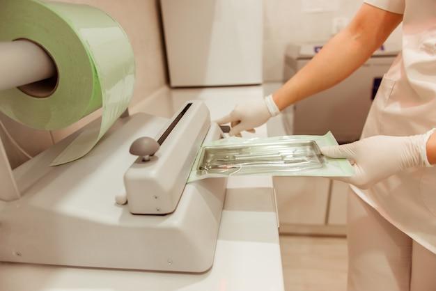 Дизайн интерьера стоматологической клиники с несколькими рабочими процессами.