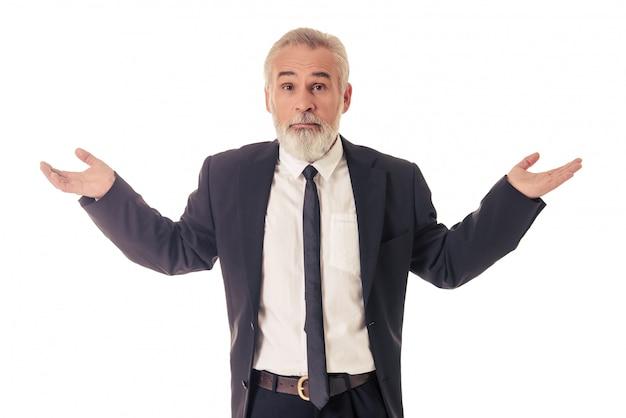 スーツを着た男は手を広げているとカメラ目線です。